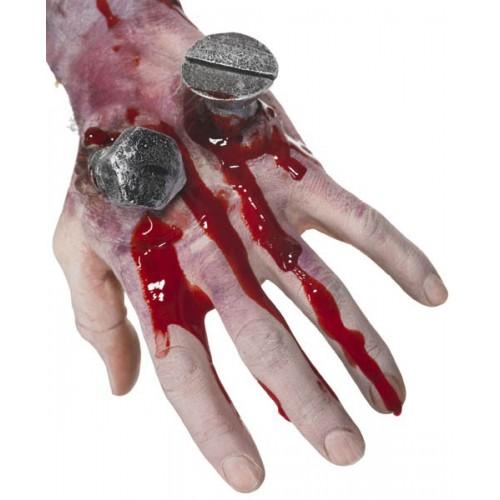 Main avec clou