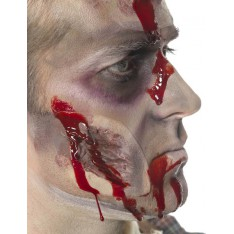 Petite cicatrice avec sang