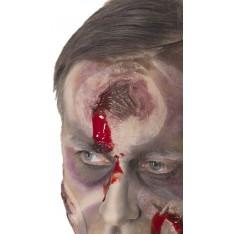 Cicatrice avec trou et sang